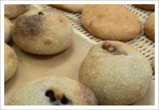 豆のパンとフォカッチャ